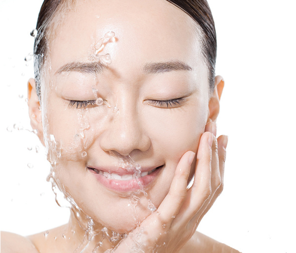 Application of sodium metabisulfite in whitening skin care products